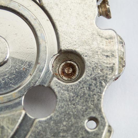 6105B broken screw