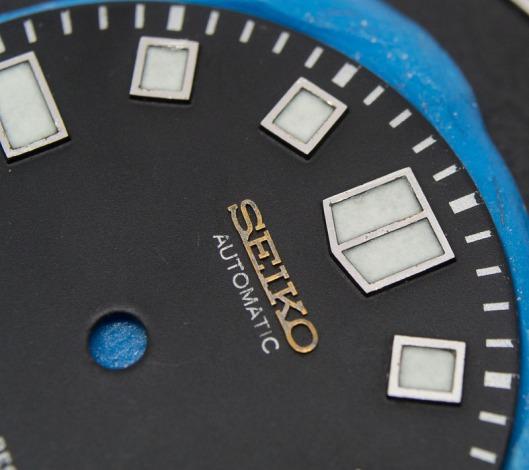 6105 dial relume closeup
