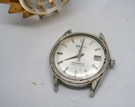 Seiko 8305 crystal removed