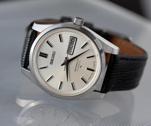 seikomatic-5106-on-leather