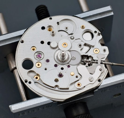 Setting parts of an Orient watch movement