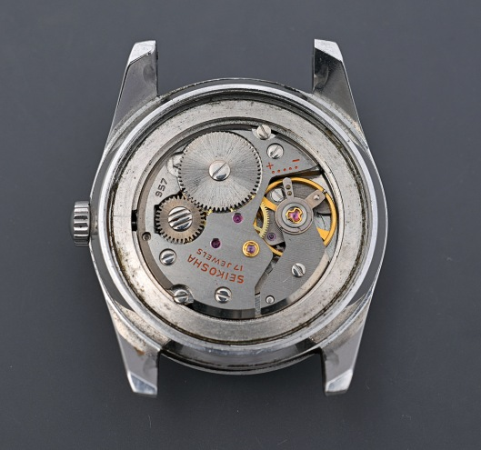 A Seiko 957 hand-wind movement